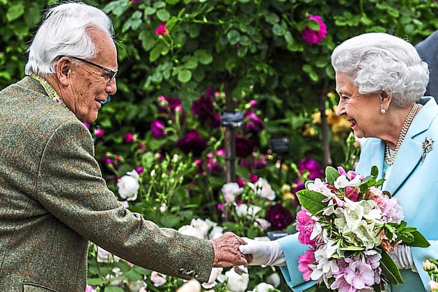 David Austin meeting Queen Elizabeth II at the Chelsea Flower Show
